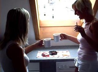 """Vorschaubild vom Privatporno mit dem Titel """"Kaffeetrinken mit Teenpussy18"""""""