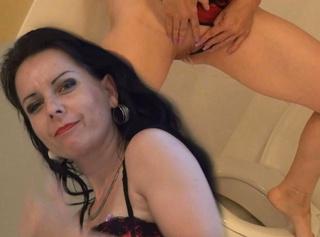 """Vorschaubild vom Privatporno mit dem Titel """"WC-Fetisch? Sauf an meiner Spalte!!"""""""