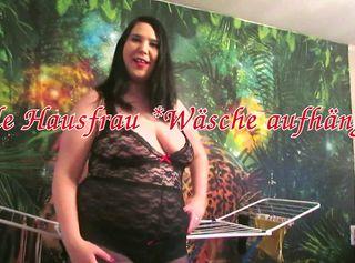 """Vorschaubild vom Privatporno mit dem Titel """"Geile Hausfrau *Wäsche aufhängen*"""""""