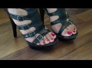 """Vorschaubild vom Privatporno mit dem Titel """"Heels-Parade für meine Schuhsklaven"""""""