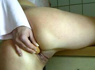 """Vorschaubild vom Privatporno mit dem Titel """"Wie man ein Würstchen heiss macht"""""""