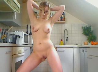 """Vorschaubild vom Privatporno mit dem Titel """"brillenschlange in der küche"""""""
