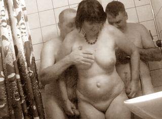 """Vorschaubild vom Privatporno mit dem Titel """"2 Männer mit Susi in der Dusche"""""""