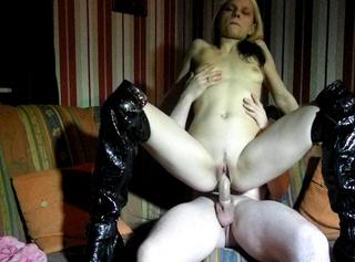 """Vorschaubild vom Privatporno mit dem Titel """"Ficken mit Stiefel und Kondom"""""""