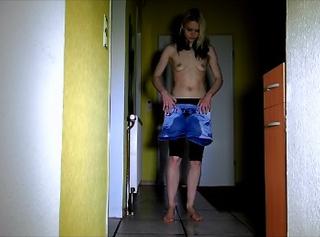 """Vorschaubild vom Privatporno mit dem Titel """"Hotpants Leggins und Slip eingepisst"""""""