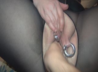 """Vorschaubild vom Privatporno mit dem Titel """"Hammer hartes FISTING der geilen Piercing Fotze extrem geiles Stöhnen und zucken"""""""