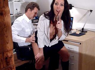 """Vorschaubild vom Privatporno mit dem Titel """"Verdorbene Bürofickschlampe biedert sich dem Chef an"""""""