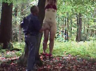 """Vorschaubild vom Privatporno mit dem Titel """"Im Wald.... Sklavin aufgehängt"""""""