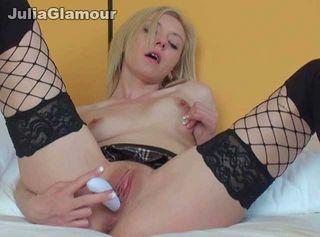 """Vorschaubild vom Privatporno mit dem Titel """"Vibrator Fick Orgasmus im sexy Outfit"""""""